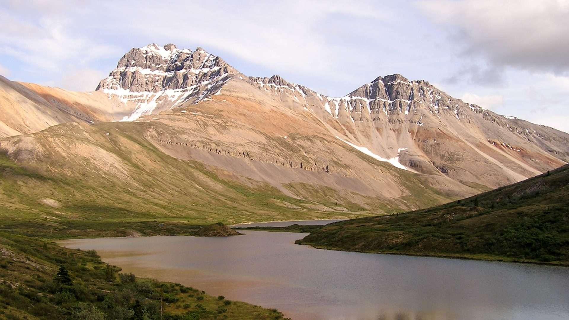 The Yukon Explorer - Snake River - canoes