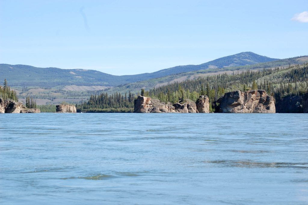 Yukon River Tour - Carmacks bis Dawson City - Stromschnellen der Five Finger Rapids